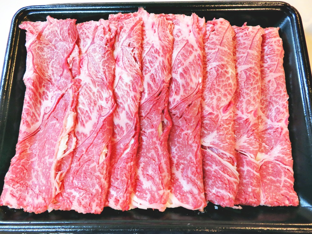 【鹿児島県都農町】黒毛和牛肩(ウデ)スライス肉1kg解凍写真